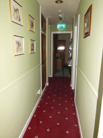 Coatesland House: Hallway to our room