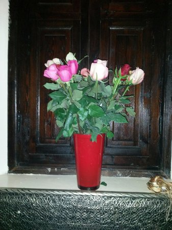 Riad La Porte Rouge: Roses for my wife's birthday courtesy of the staff. Lovely touch.