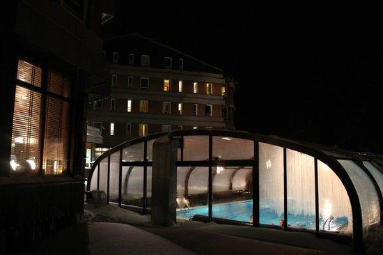 Hotel Montarto: Piscina climatizada.