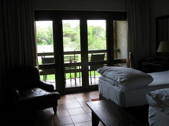 Kapama River Lodge: bedroom and verandah