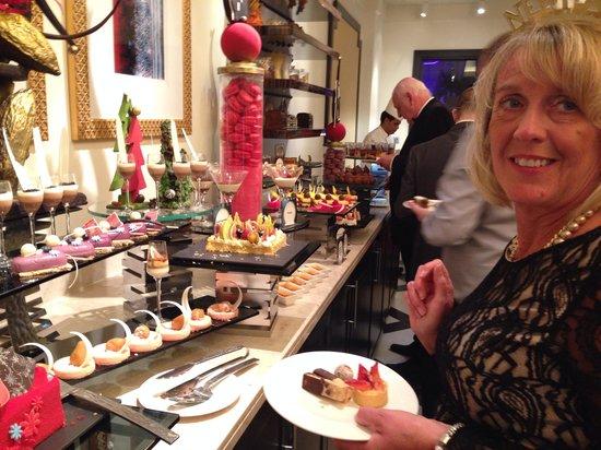 Movenpick Ibn Battuta Gate Hotel Dubai : New year gala evening sweet selection