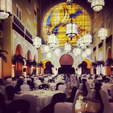 Movenpick Ibn Battuta Gate Hotel Dubai : Al Bahou ready for New Year Gala Evening