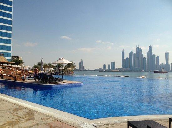 Movenpick Ibn Battuta Gate Hotel Dubai : View from the Oceana Beach Club
