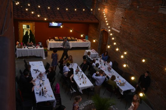 Alongi's Italian Restaurant: Wedding reception on the outdoor patio