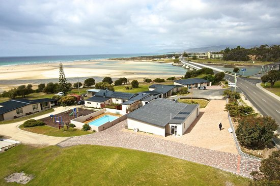 Pelican Sands Scamander: An overall view of our stunning waterfront location, playground & pool