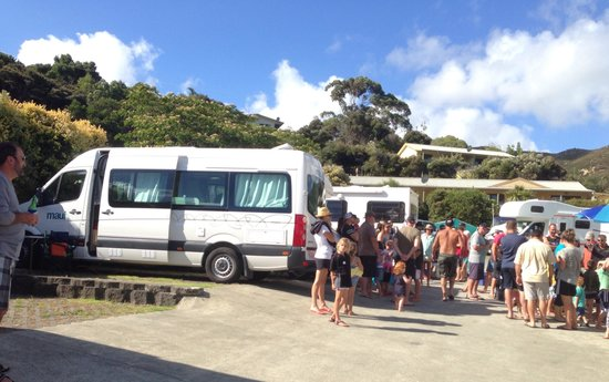 Whatuwhiwhi TOP 10 Holiday Park: Congregating around campervan in concrete jungle.