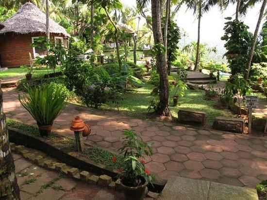 Somatheeram Ayurveda Resort: Gut gepflasterte Wege und Treppen