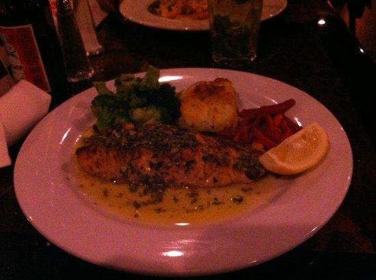 Casa Di Amore : Grilled Salmon Fiorentine