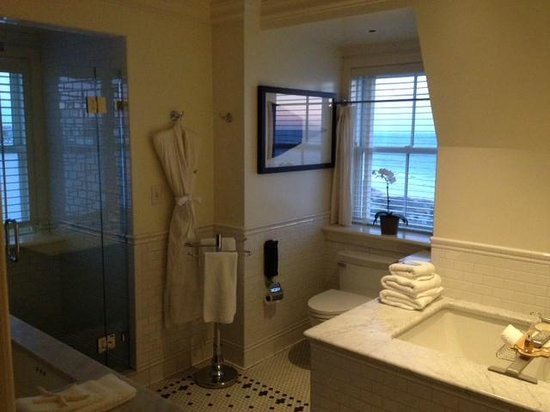 The Ocean House : Gorgeous bathroom with windows on two sides...and a heated floor!