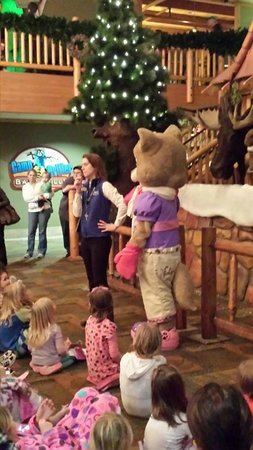 Great Wolf Lodge Kansas City: At the clocktower for a bedtime storie