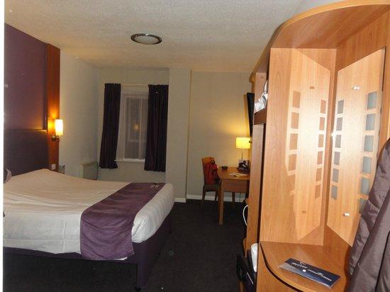 Premier Inn London County Hall Hotel: Quarto