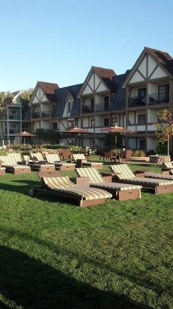Carlsbad Inn Beach Resort : Lawn chairs
