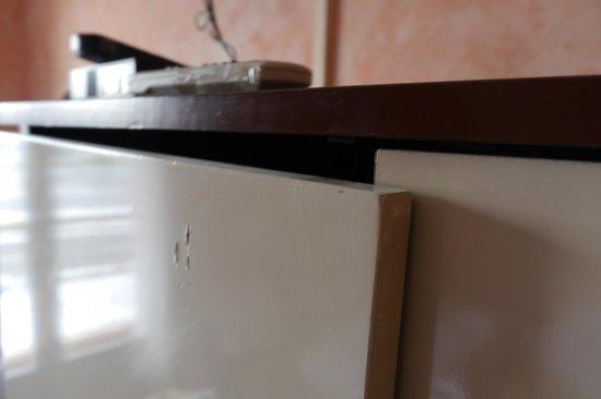 Primavera Hotel: cabinet doors