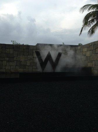 W Retreat & Spa Bali - Seminyak: Entrance of the hotel