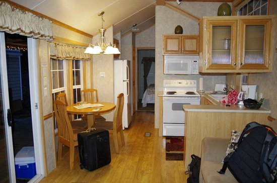Robin Hood Village Resort: kitchen area