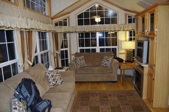 Robin Hood Village Resort: living room