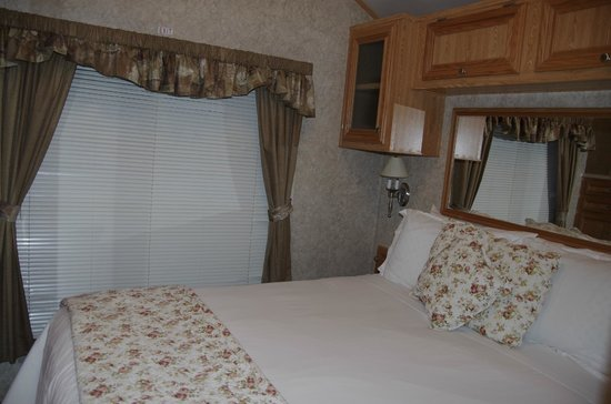 Robin Hood Village Resort: bedroom