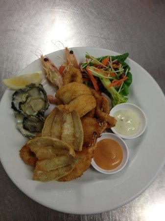 Fingal Bay Bistro: bay breeze bistro- seafood plate special