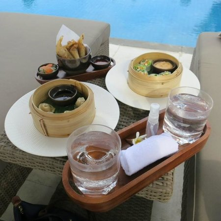 Fairmont Sanur Beach Bali: Pool side snacks