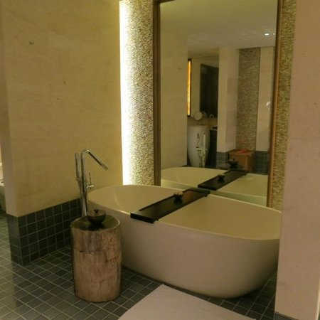 Fairmont Sanur Beach Bali: Bathroom