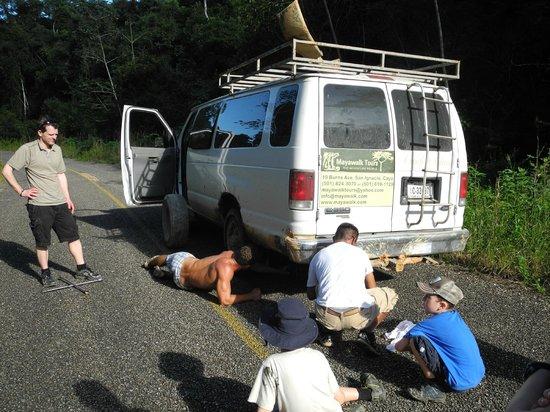 MayaWalk Tours : changing flat tire