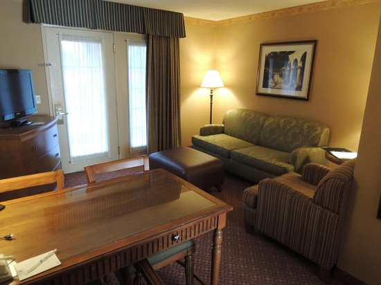 Embassy Suites by Hilton Lompoc Central Coast: Living room