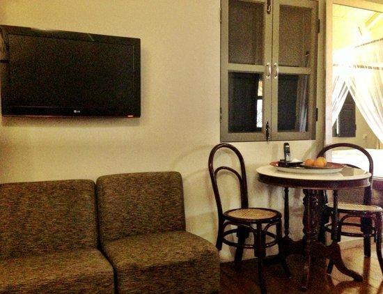 Muntri Mews: TV/Dining space...