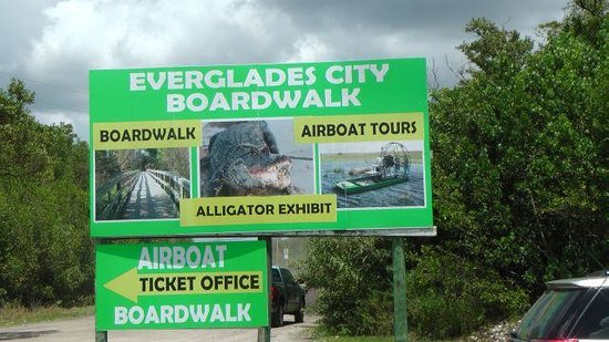 Everglades City Boardwalk & Airboat Tours: Hier gehts hinein .....