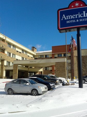AmericInn Hotel & Suites Omaha: Exterior