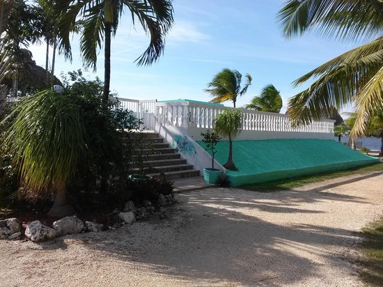 Gulf View Waterfront Resort: ENTRANCE TO POOL