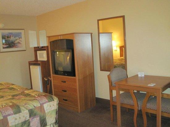 Americas Best Value Inn St. Augustine Beach: Room 202