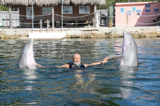 """Gulf View Waterfront Resort : """"BB AND MOM """" SHAKING FINS"""