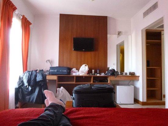 Julio Cesar Hotel: Quarto simples mas espaçoso