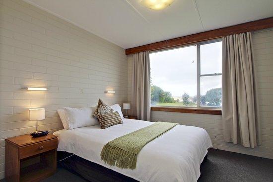Pelican Sands Scamander : Main bedroom of refurbished 2 bedroom apartment, comfy queen bed