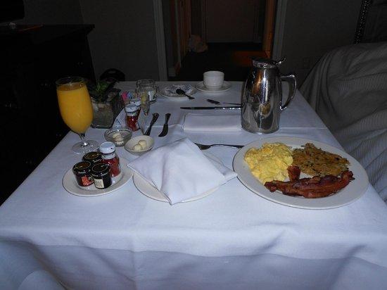 The Westin Riverwalk, San Antonio: Lovely breakfast in our room!