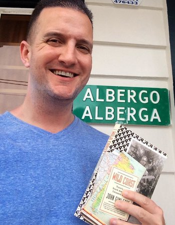 Guesthouse Albergo Alberga : Me with John Gimlette's book: The Wild Coast