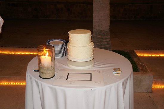 Marquis Los Cabos All-Inclusive Resort & Spa: wedding cake - I forgot our topper(desert was better than cake)