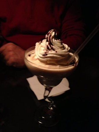 Brandy's Fine Food and Cocktails: how can one go wrong with a Brandy Alexander?