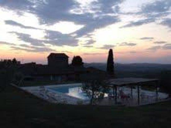 Agriturismo di Mezzano: Piscina al tramonto