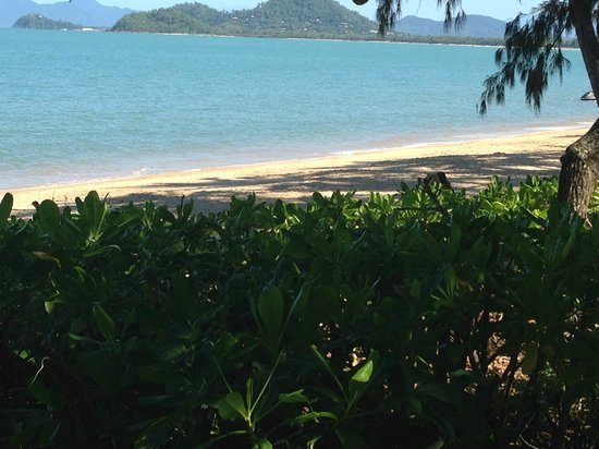 Melaleuca Resort: Beach opposite resort - paradise!