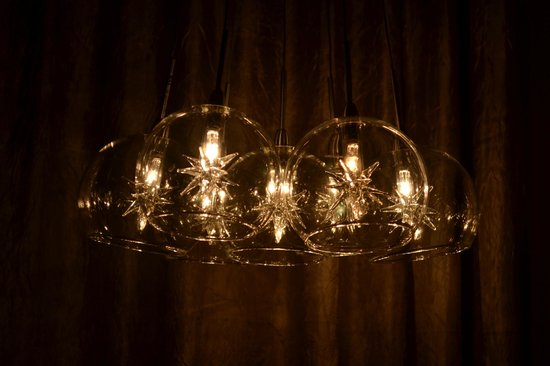 Mystic Hotel: Lights above the desk