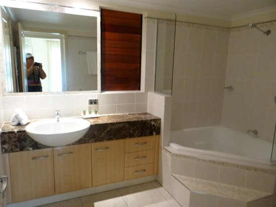 Paradise Links Resort Port Douglas: Ensuite bathroom