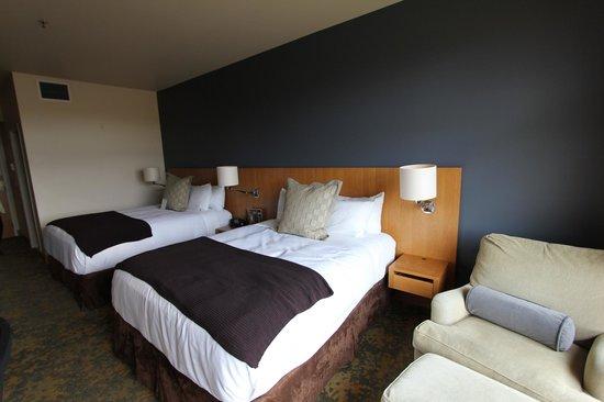 Cedarbrook Lodge: large comfortable beds