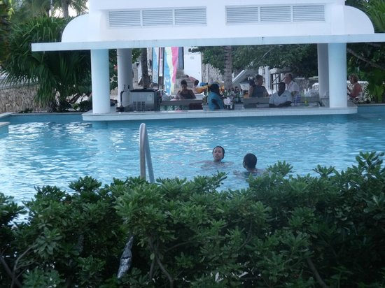 Couples Tower Isle : swim up pool