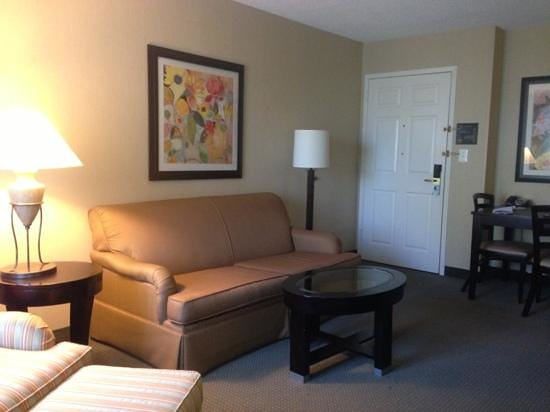 Homewood Suites Alexandria: Living and dining room