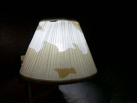 Flagship Inn: Damaged lamp shade