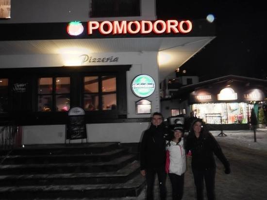 Pizzeria Pomodoro: in front