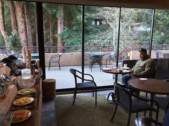 Mill Valley Inn: Great continetal breakfast