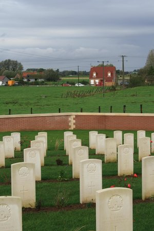 Pheasant Wood Military Cemetery: Overlooking th battlefield at Fromelles