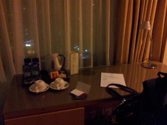 Stanford Hotel Hong Kong: desk